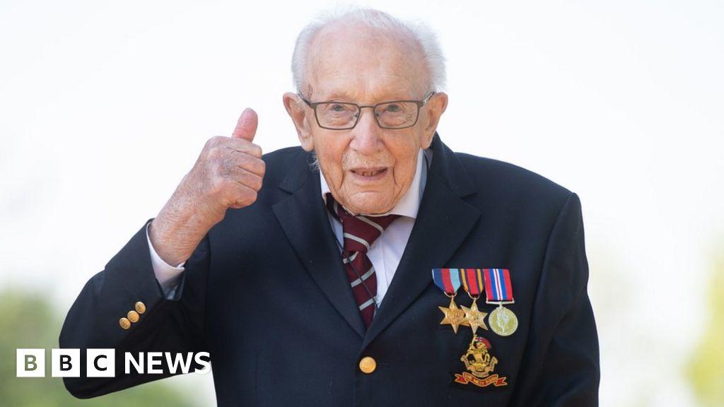 Coronavirus: Captain Tom Moore awarded knighthood for NHS fundraising thumbnail