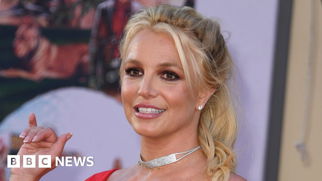 Britney Spears denies gallery's claim to her first art exhibition