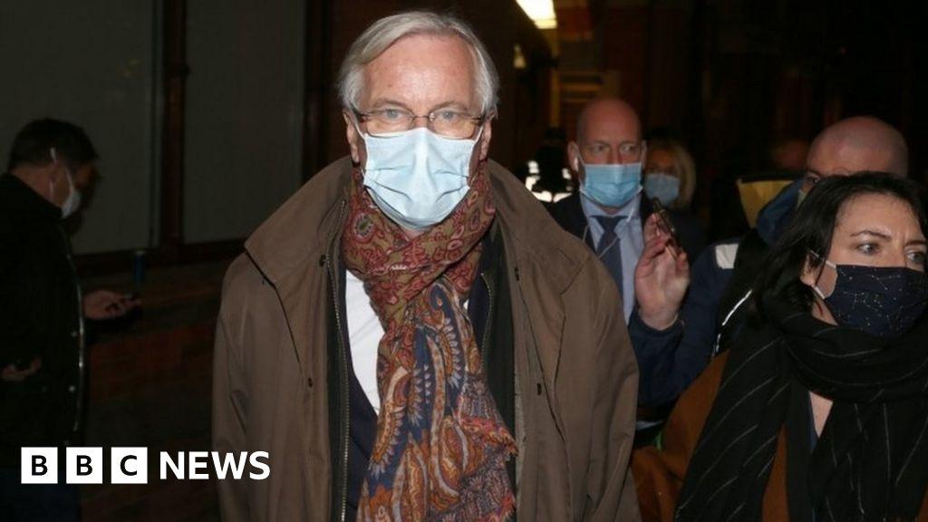 Brexit: Barnier arrives in UK for face-to-face talks