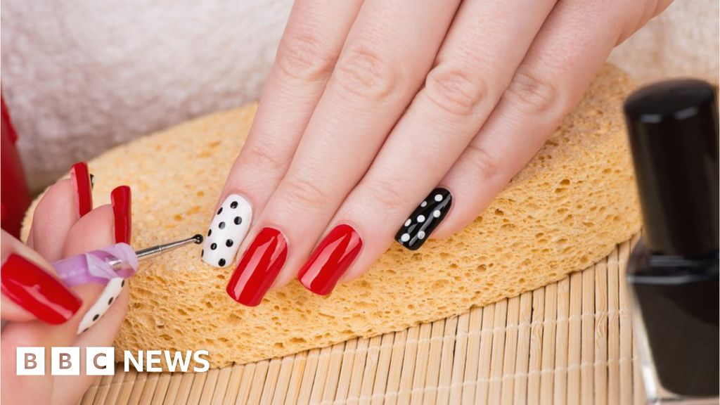 Gel and acrylic nails allergy warning - BBC News