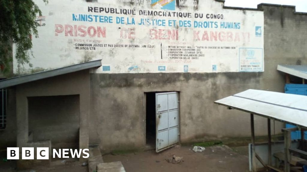 DR Congo jail break: 'Islamist ADF rebels' free 900 inmates