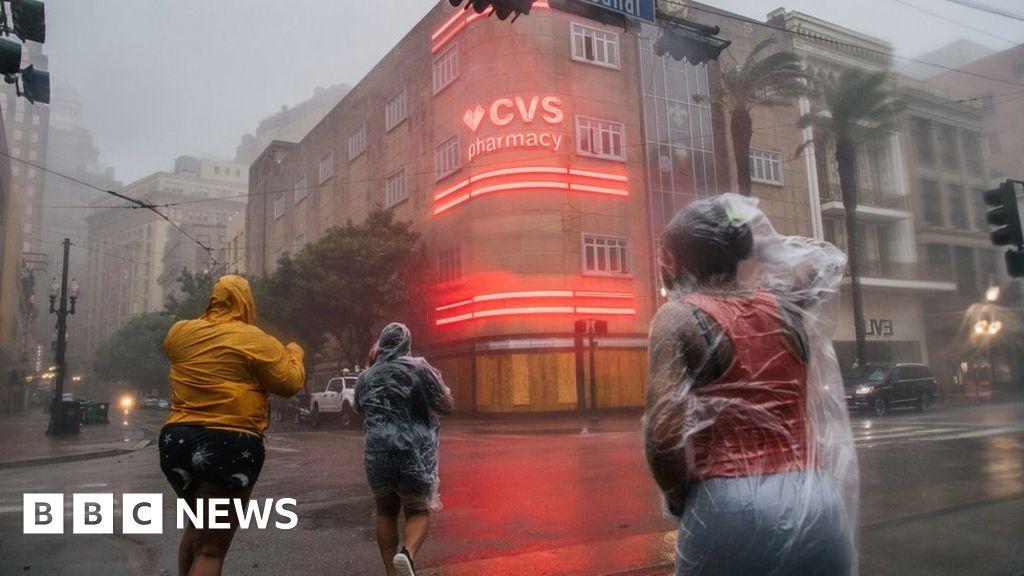 Hurricane Ida: New Orleans loses power as storm strikes thumbnail