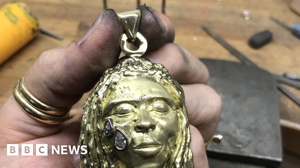 Lil Wayne necklace pays student's uni fees