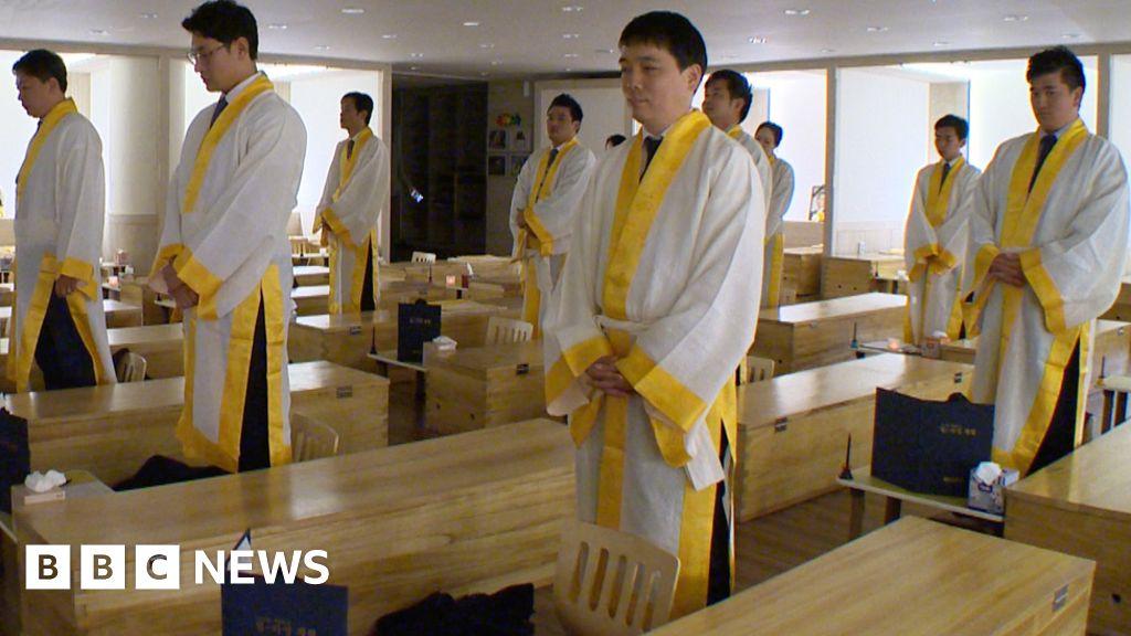 The employees shut inside coffins - BBC News