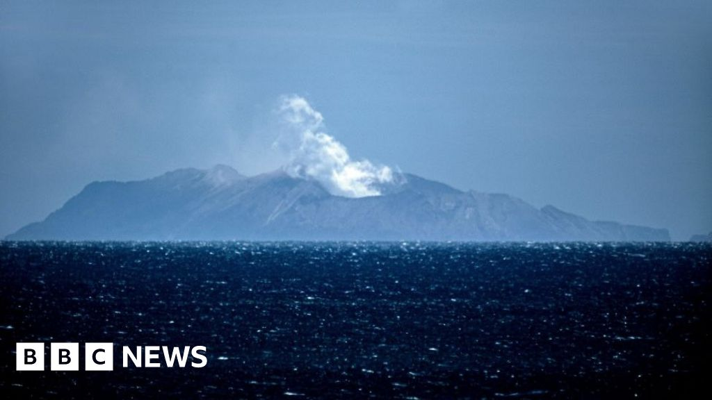White Island volcano: NZ police consider high-speed mission to get bodies