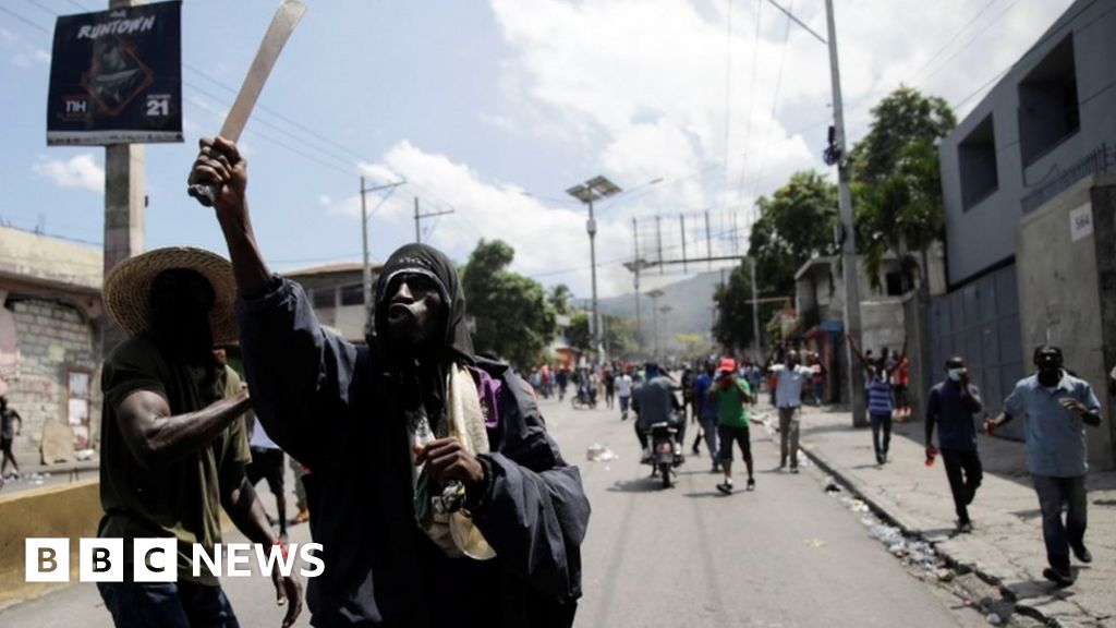 Shops looted as thousands protest in Haiti