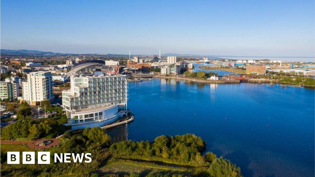 Cardiff Bay zip wire firm threatens to sue hotel