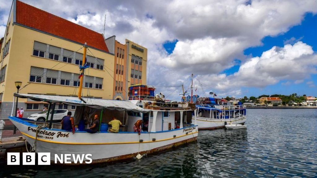 Venezuelan migrants missing after 'boat sinks'