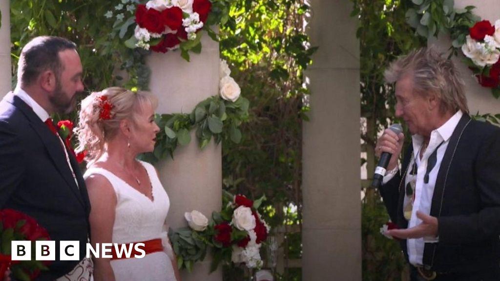 """Rod Stewart our wedding singer was"""""""