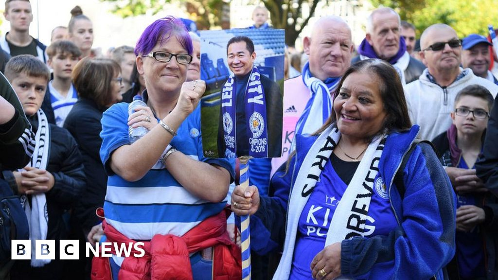 Leicester City helicopter crash: walking to honor of the victims