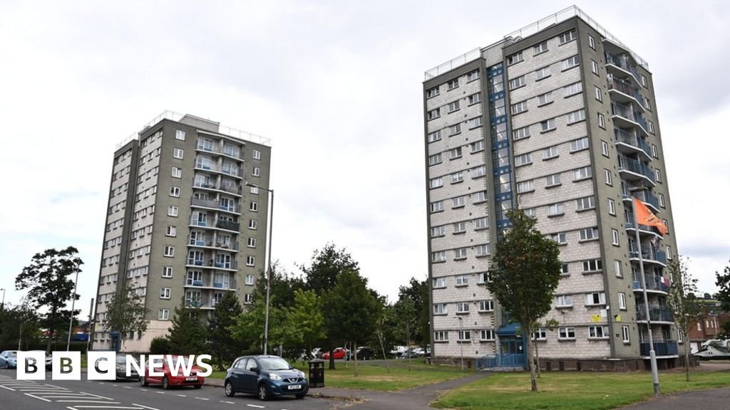 119699626 pacemaker loyalists threaten catholic family in cregagh estate 03