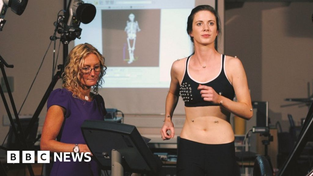 Saggy boobs' study seeks volunteers for bra research - BBC News