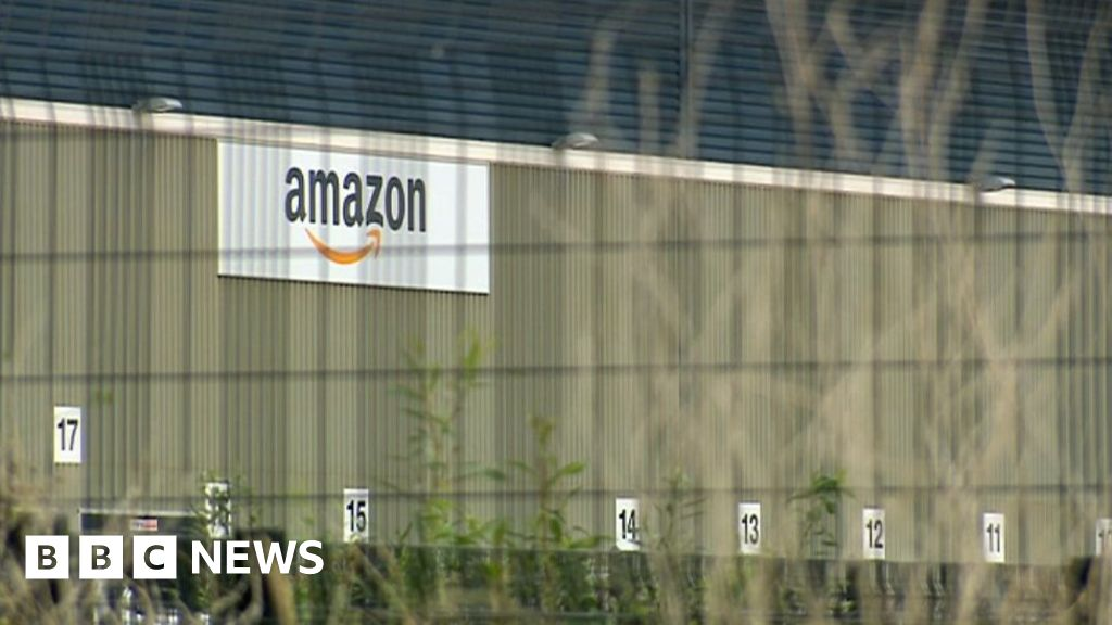 A day in the life of an Amazon delivery driver - BBC News