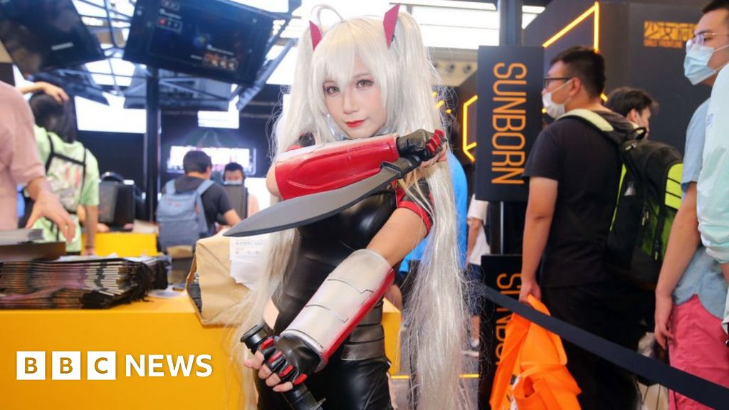 Cosplay and Covid: Video gamers defy the virus thumbnail