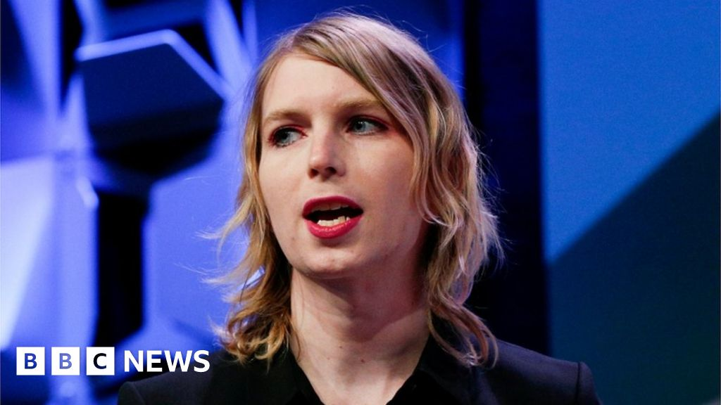 Chelsea Manning jailed for defying court thumbnail