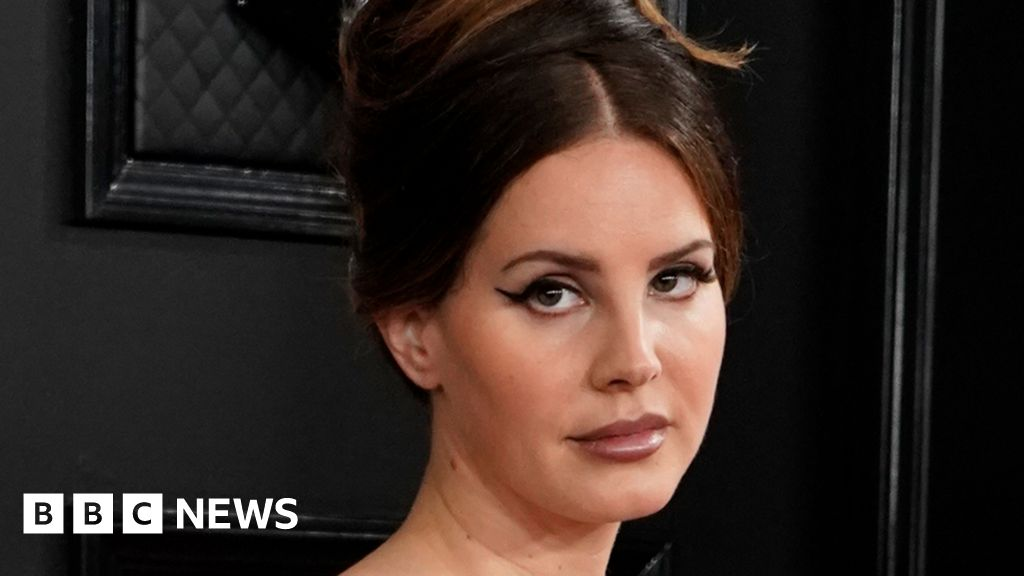 Lana Del Rey cancels tour due to losing her voice