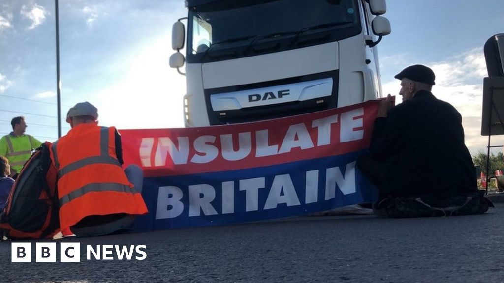 M25 protests: Activists return to Hertfordshire, Surrey and Kent thumbnail