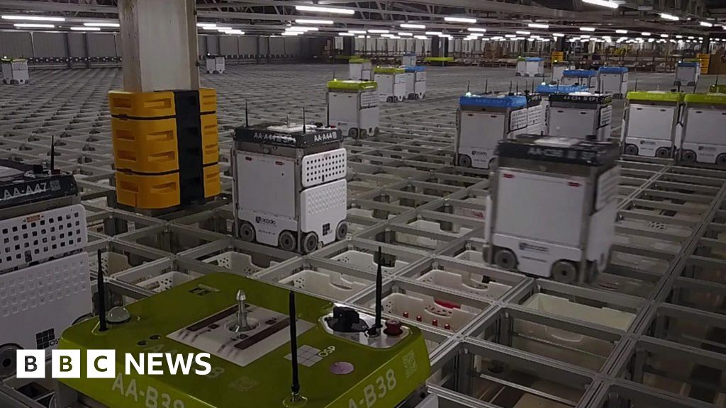 The warehouse run by robots