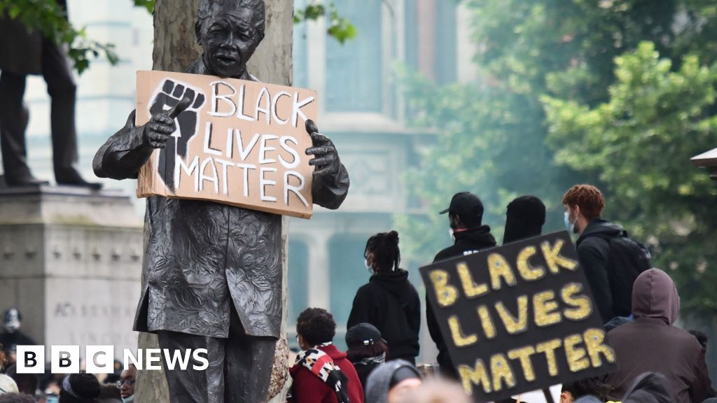 How many statues of black people are there?