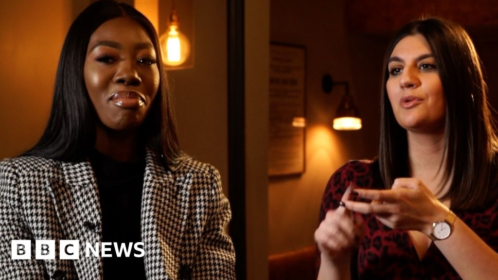 How social media influences fashion - BBC News