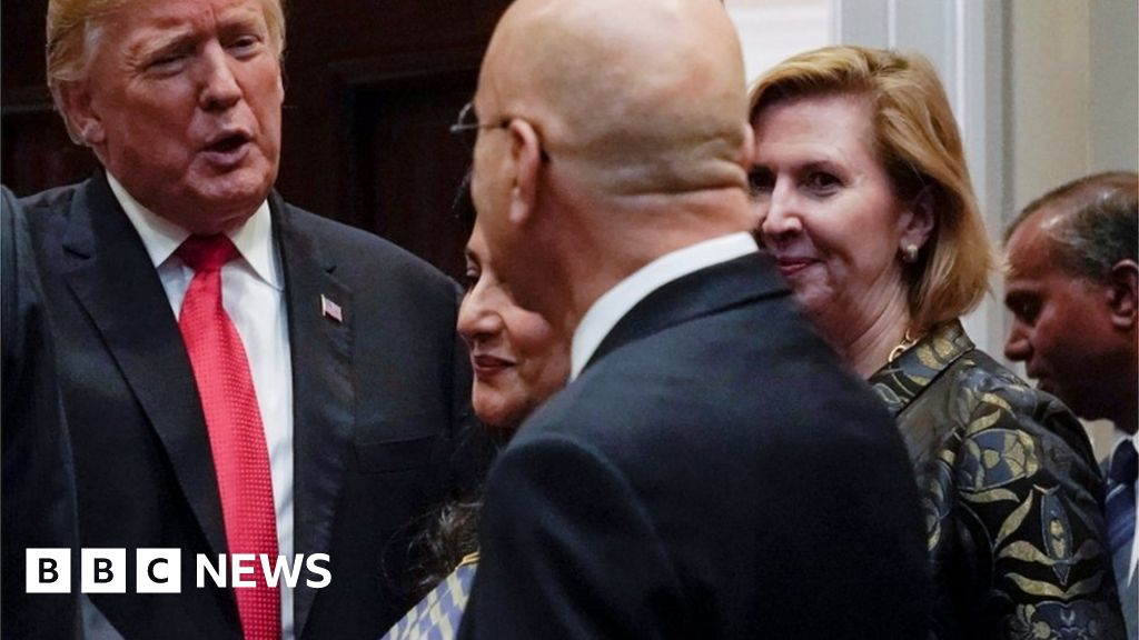 Melania calls for White House aide's firing thumbnail