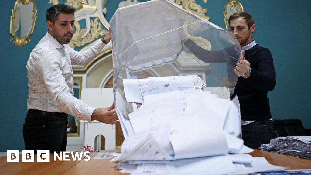 Russia election: Putin's party heads for victory amid vote fraud claims thumbnail
