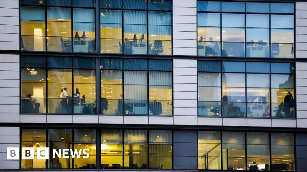 UK unemployment falls to lowest level since 1975