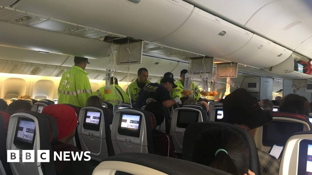 Turbulence injures 35 on Air Canada flight thumbnail