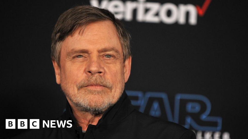 Facebook: Star Wars' Mark Hamill deletes account over political ads