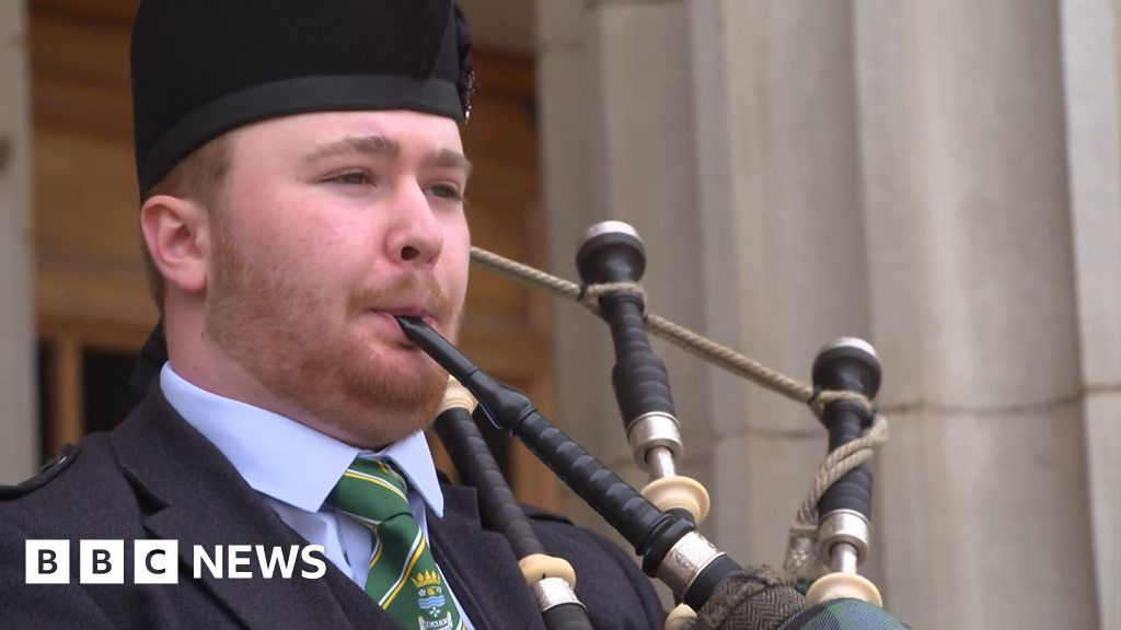 St Valery: Pipers pay tribute on anniversary of 'forgotten Dunkirk' thumbnail
