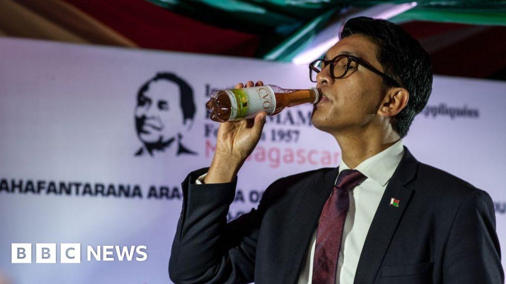 Coronavirus: Madagascar President Rajoelina hits out at tonic 'detractors' thumbnail