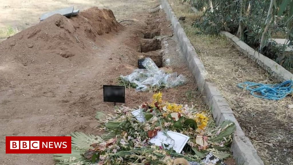 Iran 'orders Bahais to bury dead at mass grave for executed prisoners'