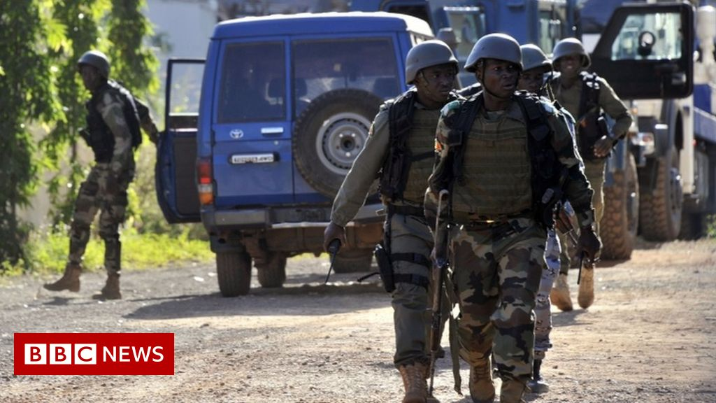 Mali ambush: Gunmen kill 24 in attack on convoy thumbnail