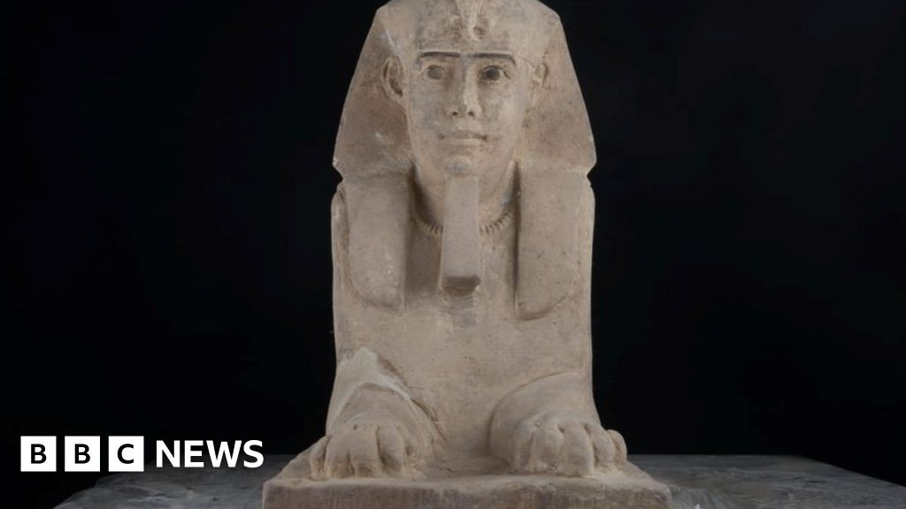 Archaeologists find sphinx at Egypt temple