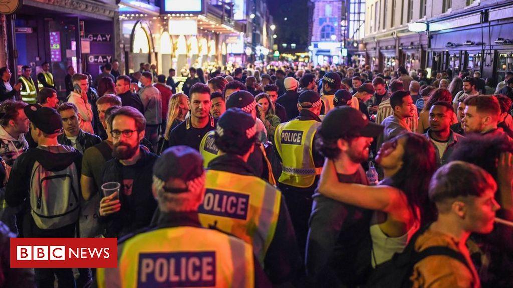 'Bêbados não cumprem distanciamento social', diz associação policial após bares reabrirem na Inglaterra – BBC News Brasil