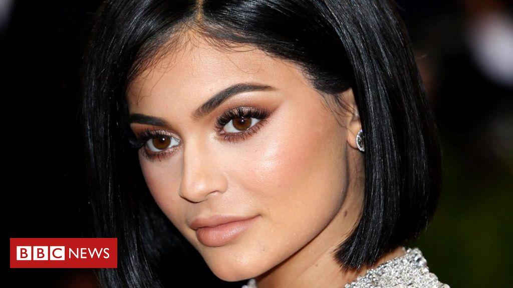 00f76b66f2e Vídeo de Kylie Jenner gera debate sobre a idade adequada para furar orelha  de bebês - BBC News Brasil