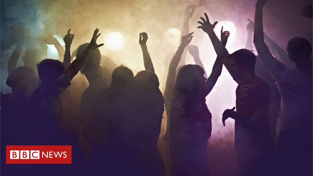 Covid-19: o que explica mais infecções e mortes entre os jovens no Brasil