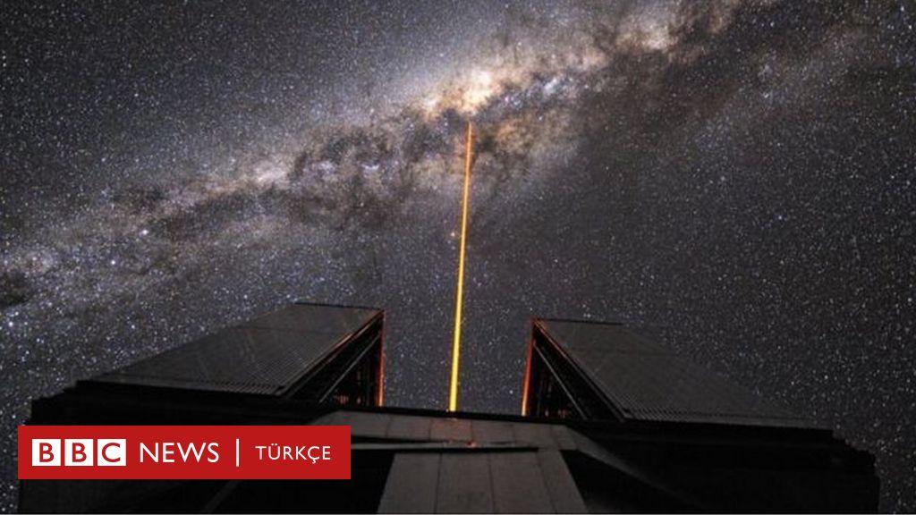 Einsteinın genel görelilik teorisi kara delik yakınında