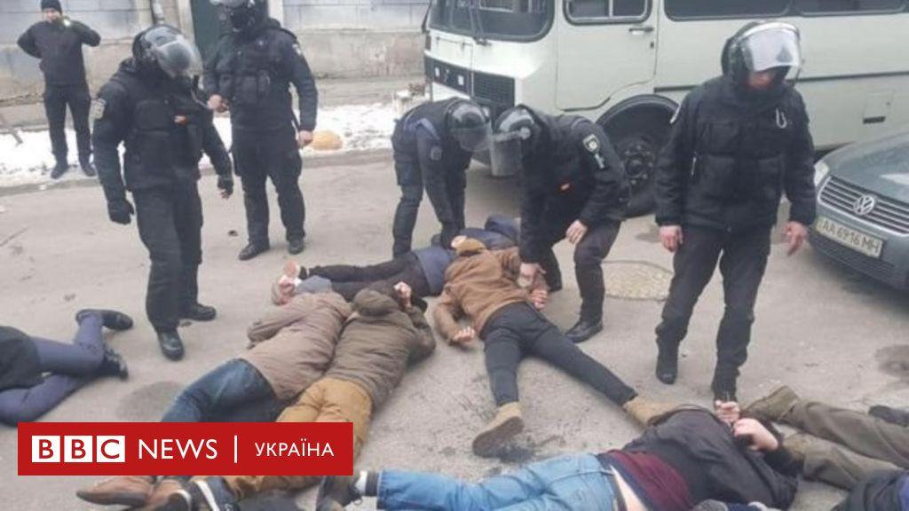 Сутичка біля Подільського райвідділу: одному з поліцейських повідомили