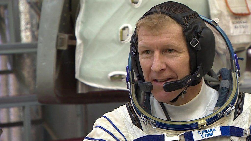 Astronaut Tim Peake completes training ahead of space trip ...