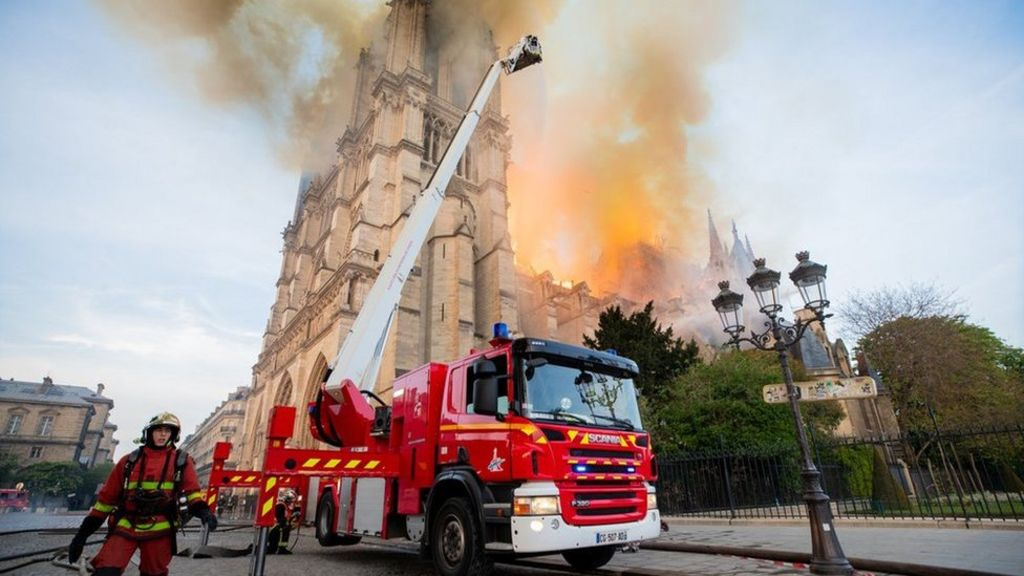 how did the fire start at notre dame cathedral