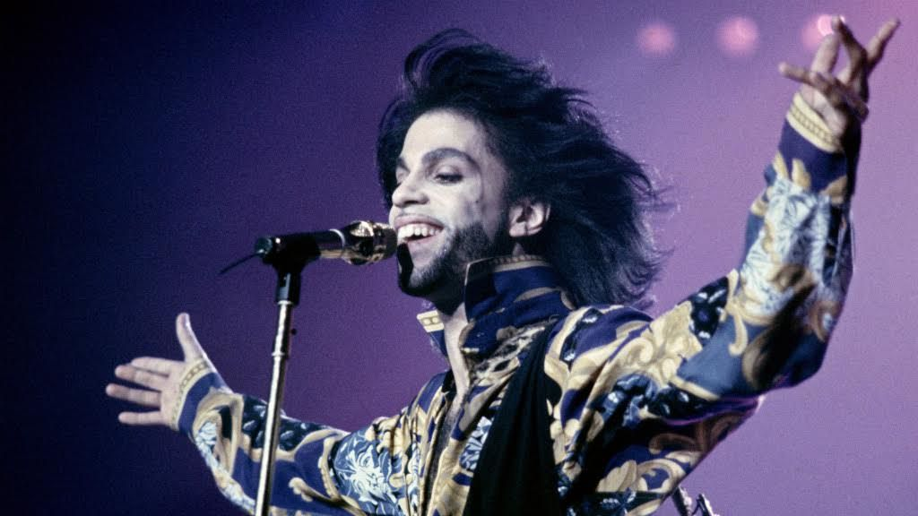 Prince performs in 1990