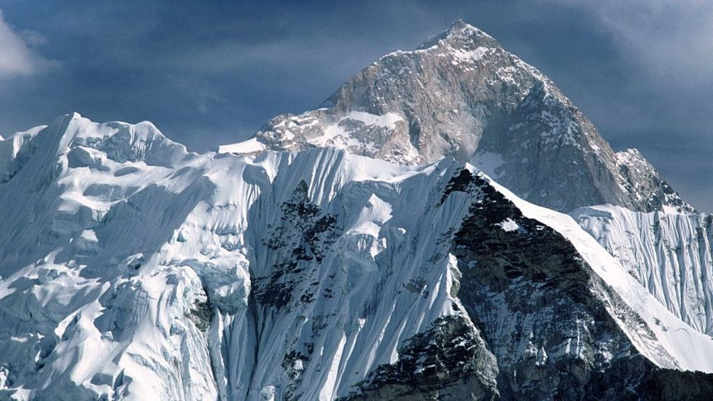 Mt Everest grows by nearly a metre to new height - BBC News
