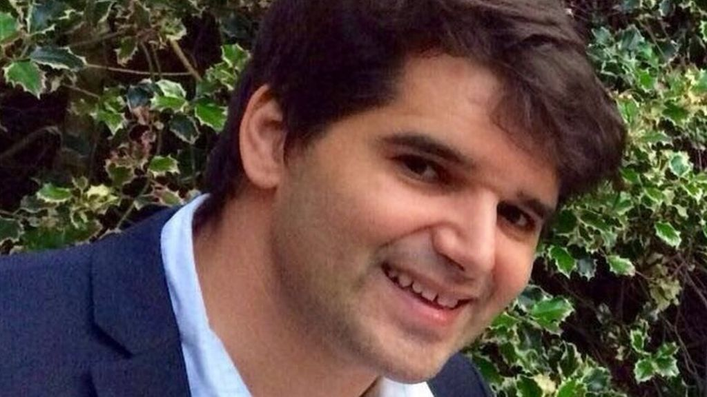 f62ba73a1d7a London Bridge attack: Skateboard hero receives bravery award - BBC News