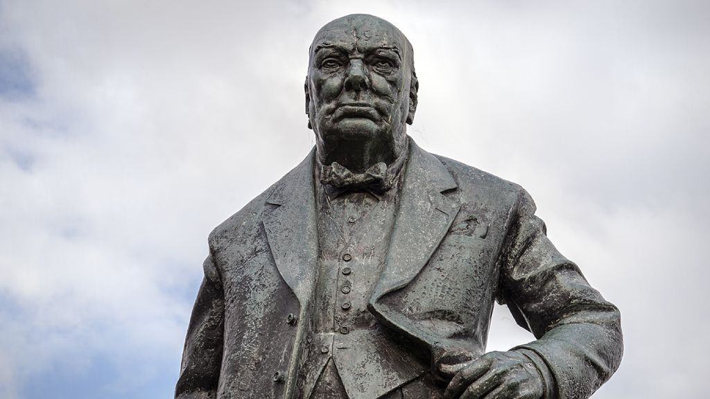 Winston Churchill Statue by David McFall, 1958-9 - Woodford, London