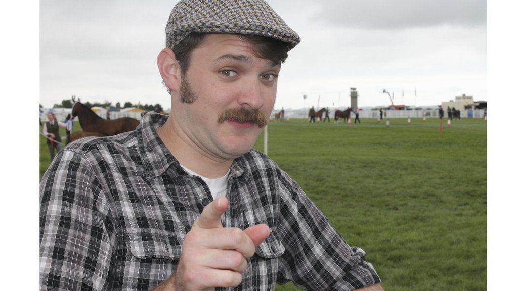 The Welsh Whisperer ydy hwn nid 'horse whisperer'