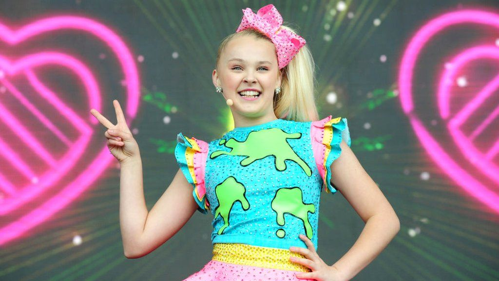 Gogglebox Celebrity Usa Version Is Coming To Uk With Jojo Siwa And Meghan Trainor Cbbc Newsround
