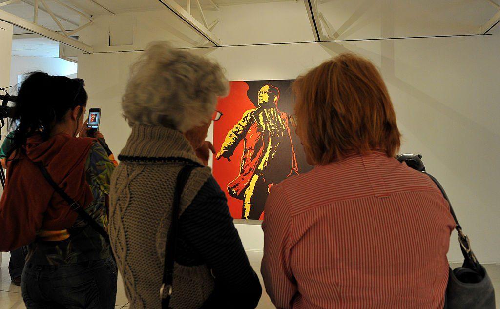 People looking Brett Murray's painting of Zuma