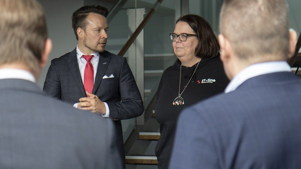 Kirsi Junnilainen (right) stands next to IT line chief executive Hannu Karlsson