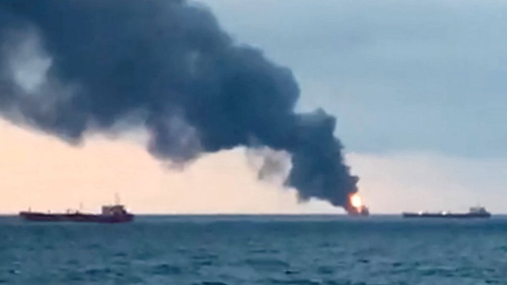Russian rescue amid deadly blaze on two cargo ships off